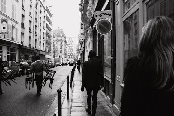 Janelle Mentesana - Paris street