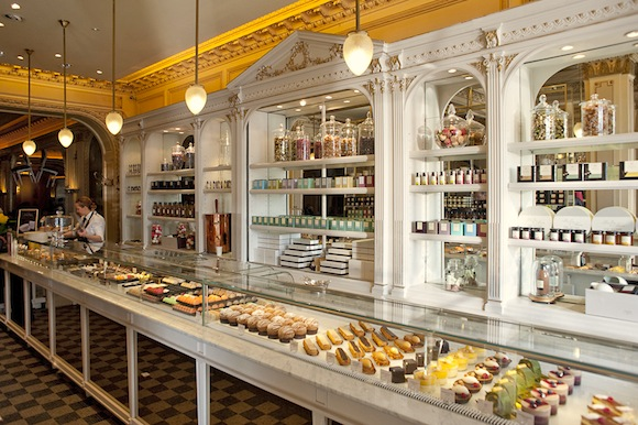 Hip paris blog my first paris tory discovers angelina s for Salon patisserie