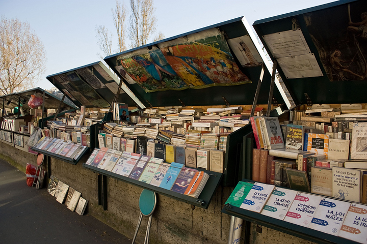 On Sundays in Paris, locals like to stroll along the River Seine and have a look at the bouquinistes' stalls of books and posters.