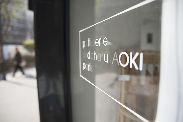 The window of Japanese bakery in Paris, Sadaharu Aoki, the place to go for Japanese cakes.