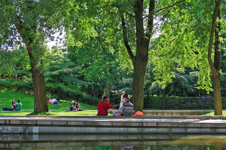 Paris in the Spring, Parc de Bercy, HiP Paris Blog, Photo by mathieu_peborde