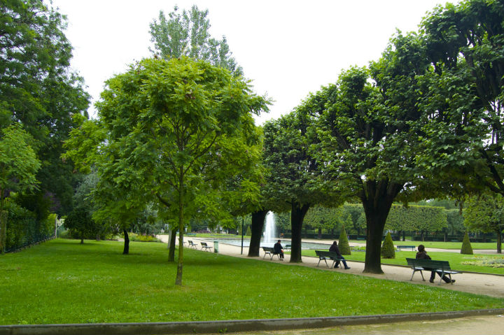 HiP Paris Blog, Isabel Miller-Bottome, Parc de Choisy benches EDITED