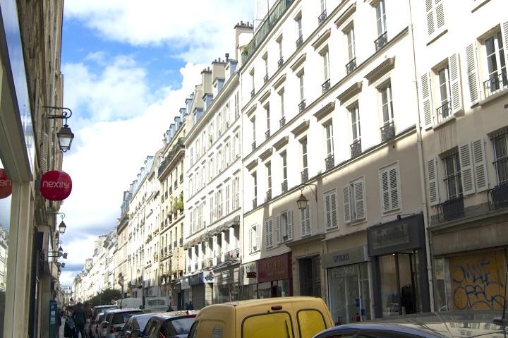 La Jeune Rue, Street