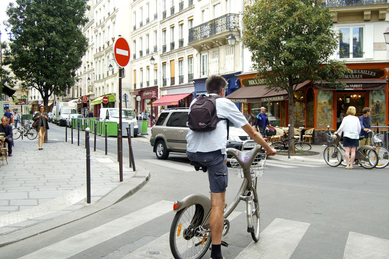 HiP Paris blog, Rude French, Bicyclist in crosswalk