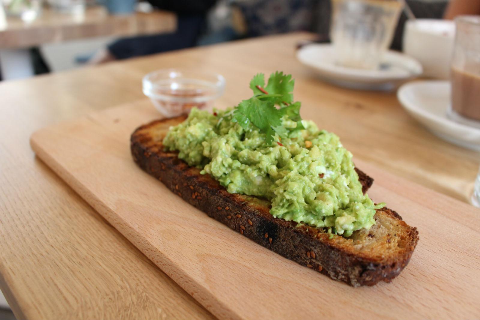 HiP Paris blog. Cafe Oberkampf. Avocado and feta cheese toast.