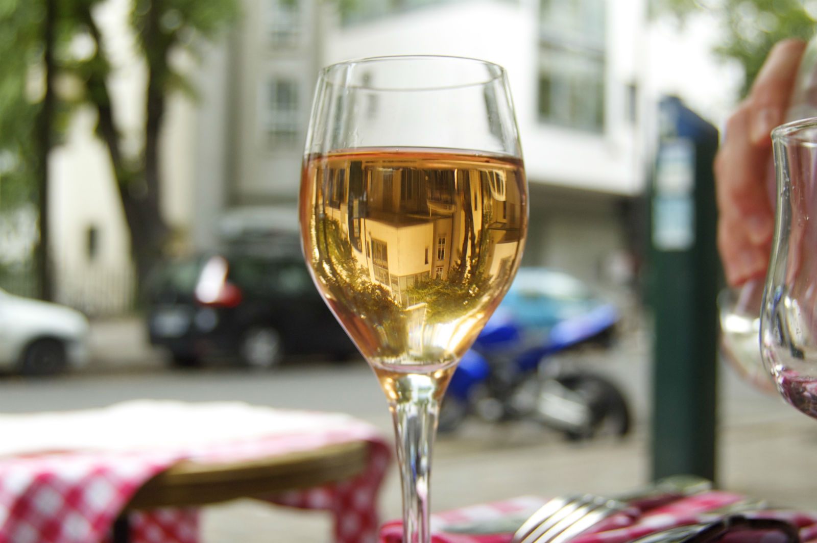 HiP Paris blog. Summer in Paris. Offbeat Romantic Itineraries in the City of Light- Rosé at Cour Saint Emilion