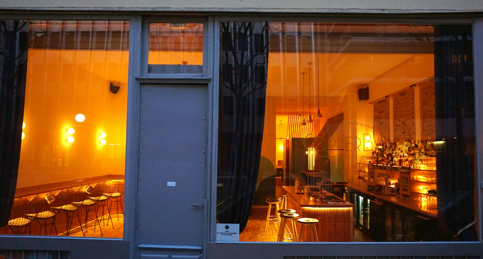 HiP Paris blog. Endless summer at Copper Bay Cocktail Bar in the 10th arrondissement. Big windows show a warm, inviting atmosphere.