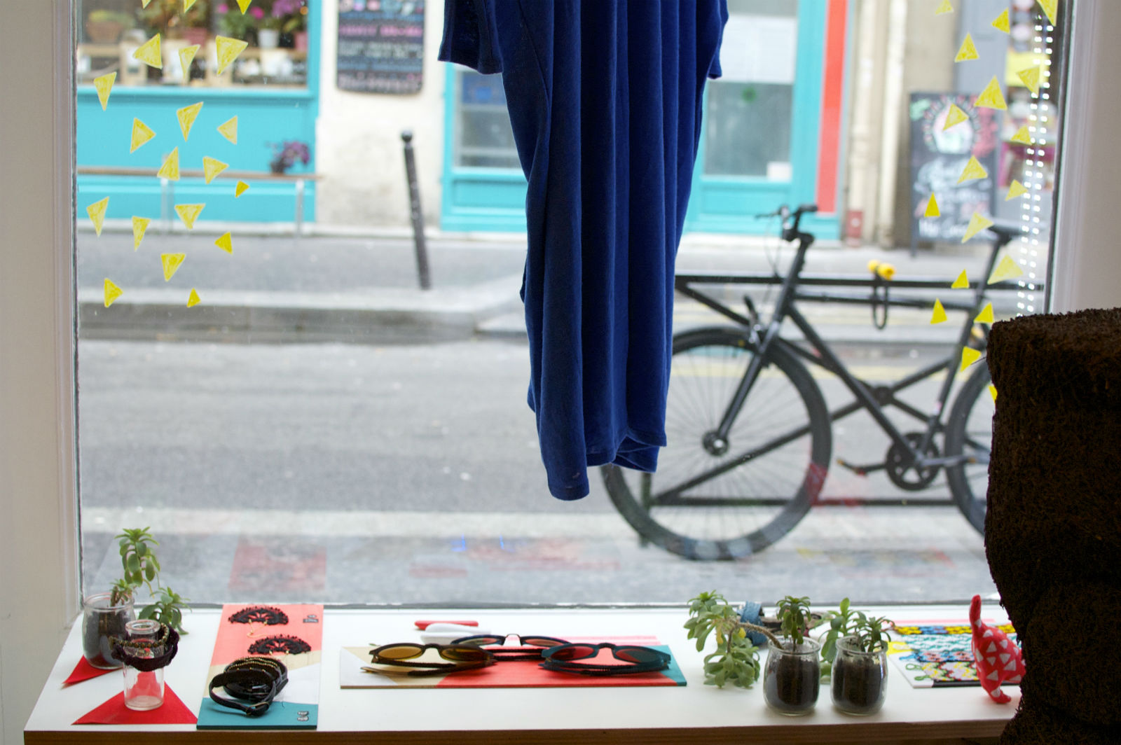 HiP Paris blog. Ambrym. Bright, colorful vitrine reflecting the playfulness of the pieces.