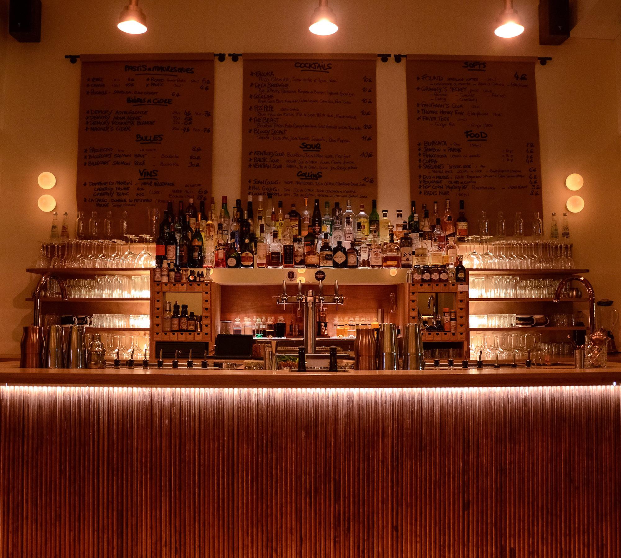 Beautiful ambiance at the bar at CopperBay