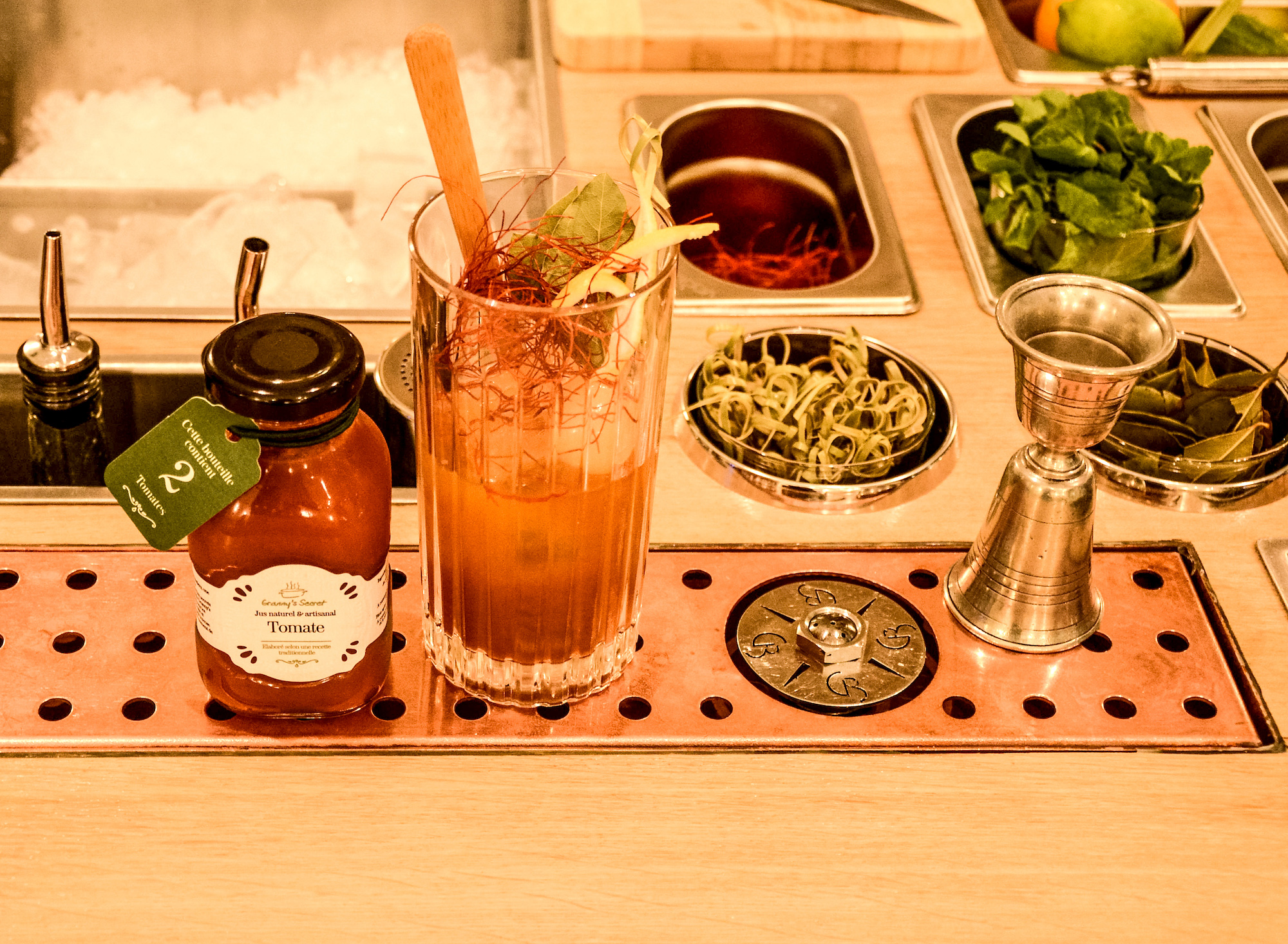 HiP Paris blog. Endless summer at Copper Bay Cocktail Bar in the 10th arrondissement. Pastis and fresh ingredients are reminiscent of warm days in southern France.