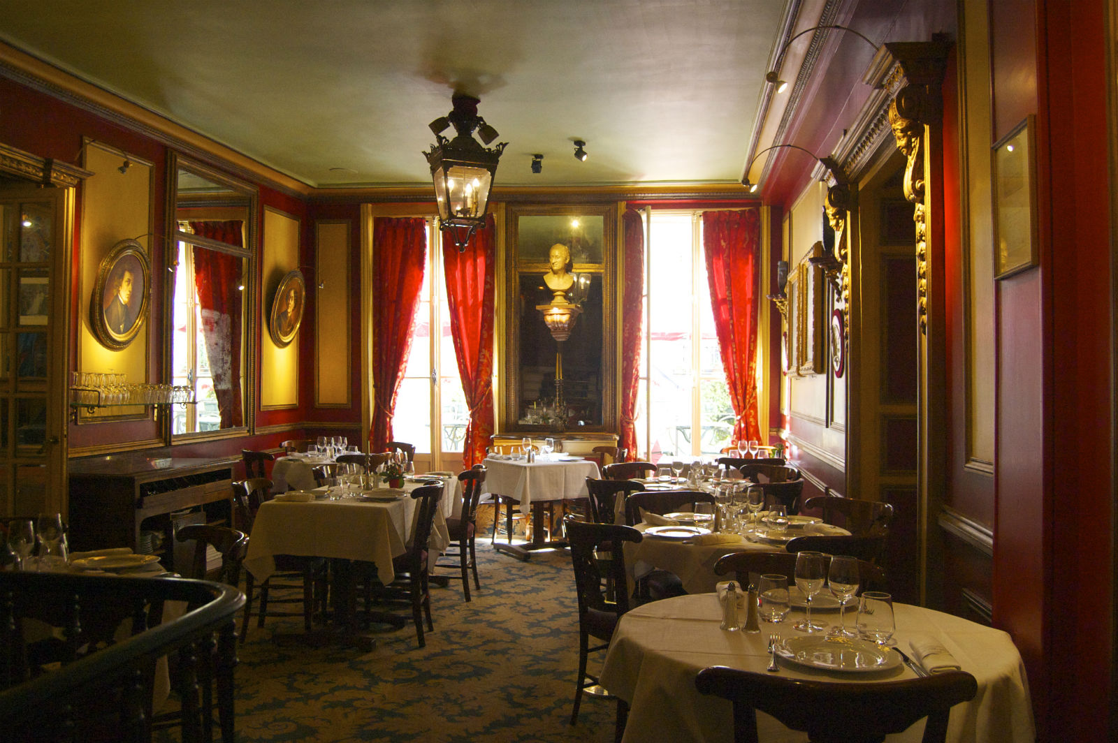 HiP Paris blog. A Paris dining experience with a side of French history at Le Procope. Sumptuous details in the dining room.