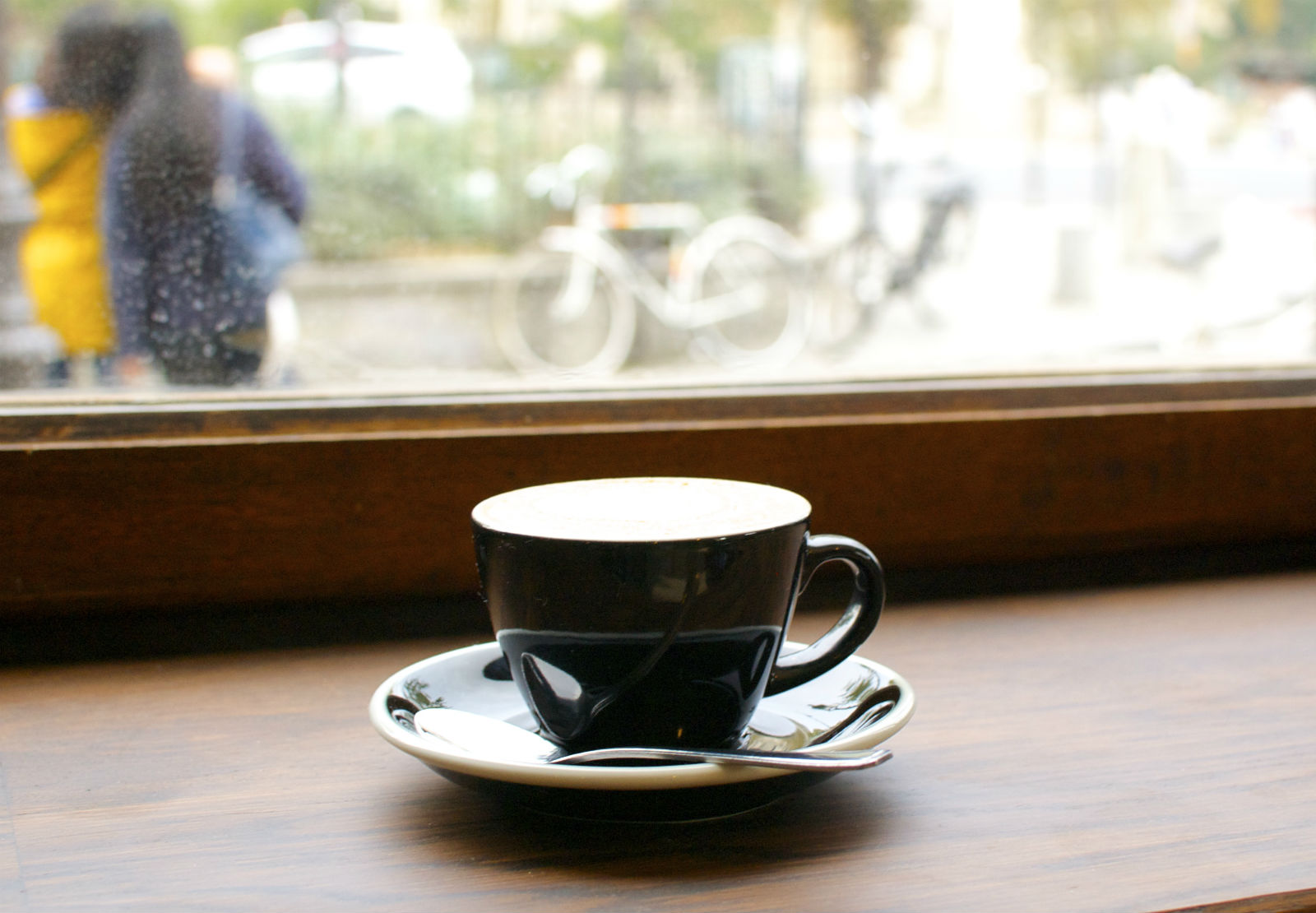 HiP Paris Blog, Shakespeare & Company Café. Grab a sandwich and a cup of joe and enjoy the view of Notre Dame.