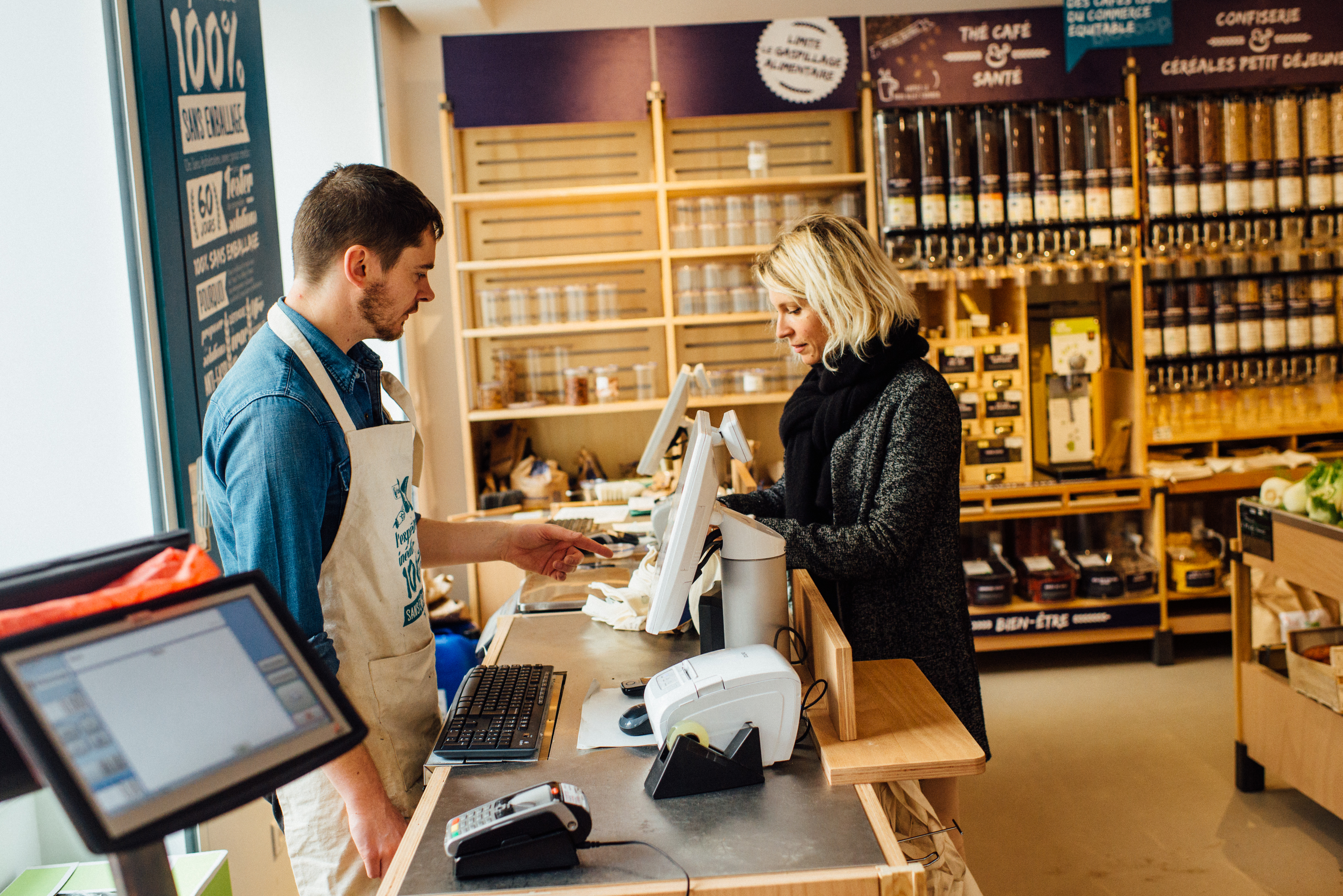 HiP Paris blog. BioCoop 21, Paris' first bag-free organic bulk shop. Not a plastic bag in sight at this check-out counter.
