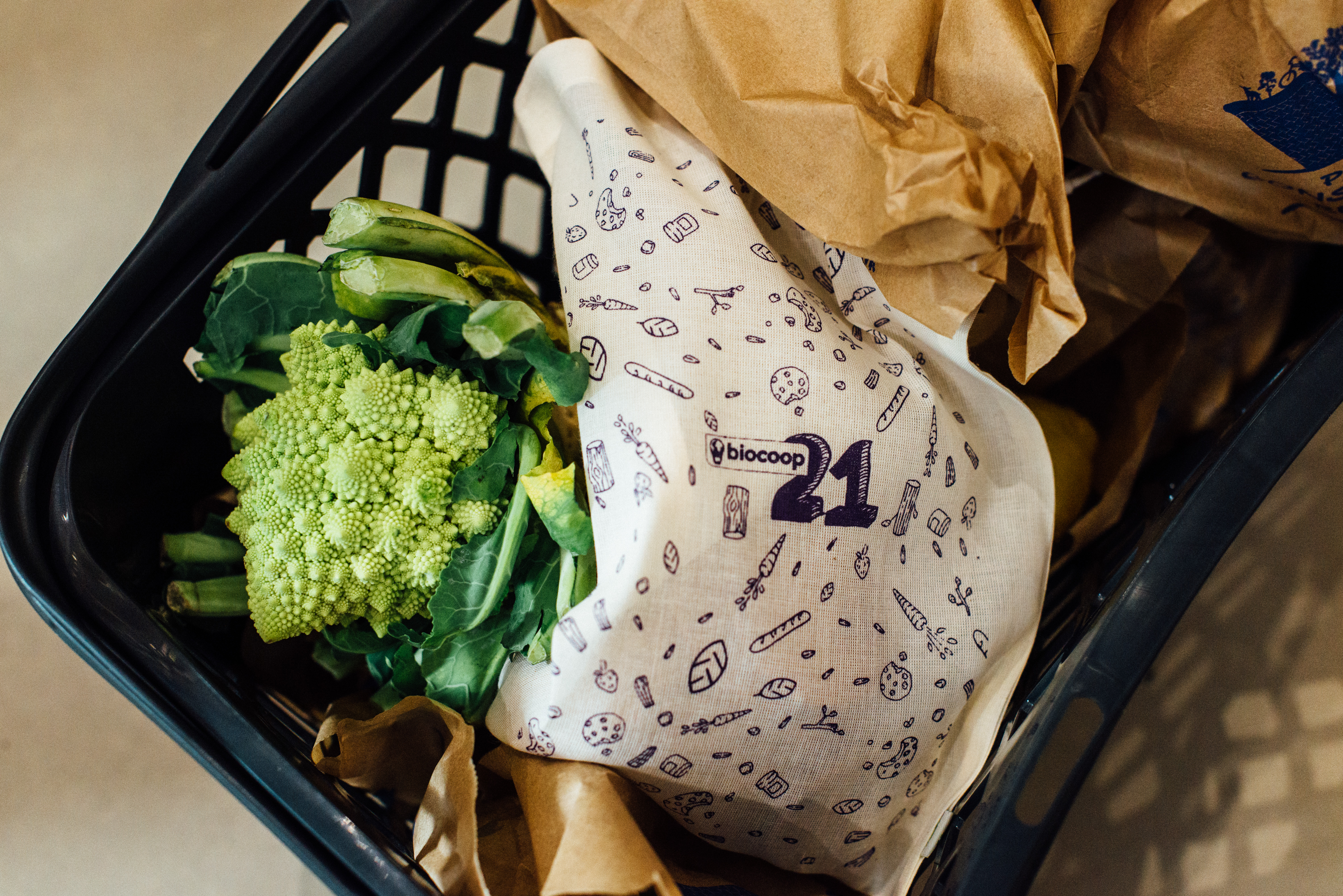 HiP Paris blog. BioCoop 21, Paris' first bag-free organic bulk shop. In lieu of plastic bags, the shop offers adorable reusable bags.