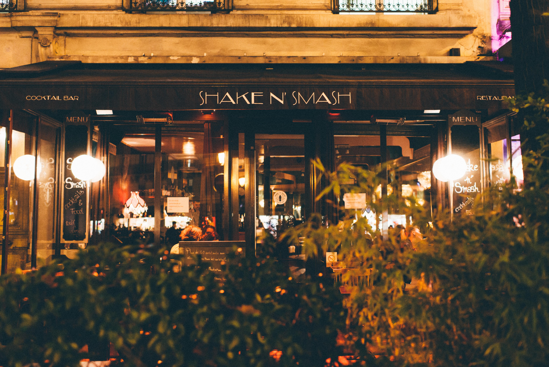 HiP Paris blog. The 3 most outrageous cocktails in Paris. Street view of Shake n' Smash, 87 rue de Turbigo. Photo by Jean-Marie Heidinger.