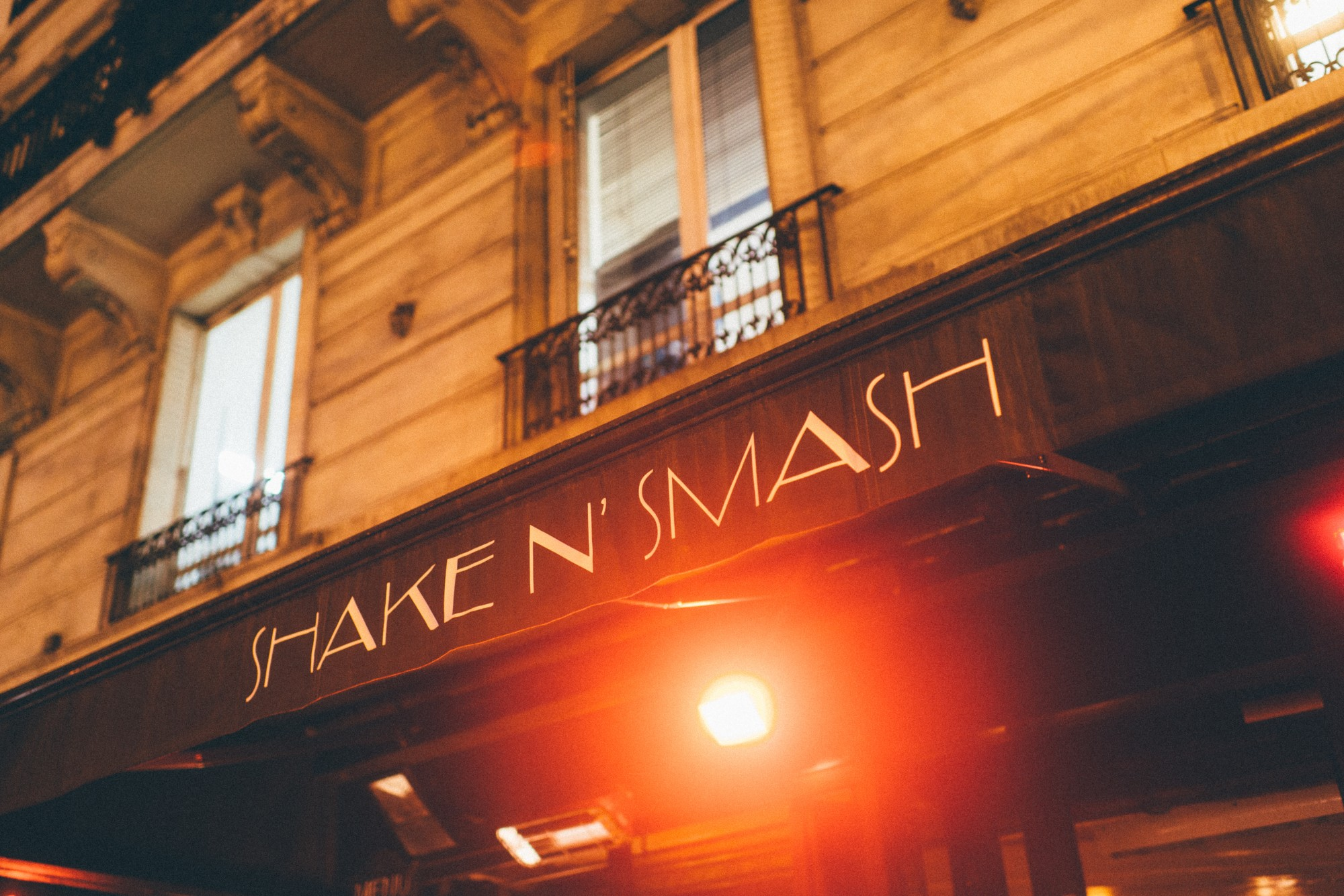 HiP Paris blog. The 3 most outrageous cocktails in Paris. Awning of Shake n' Smash. Photo by Jean-Marie Heidinger.