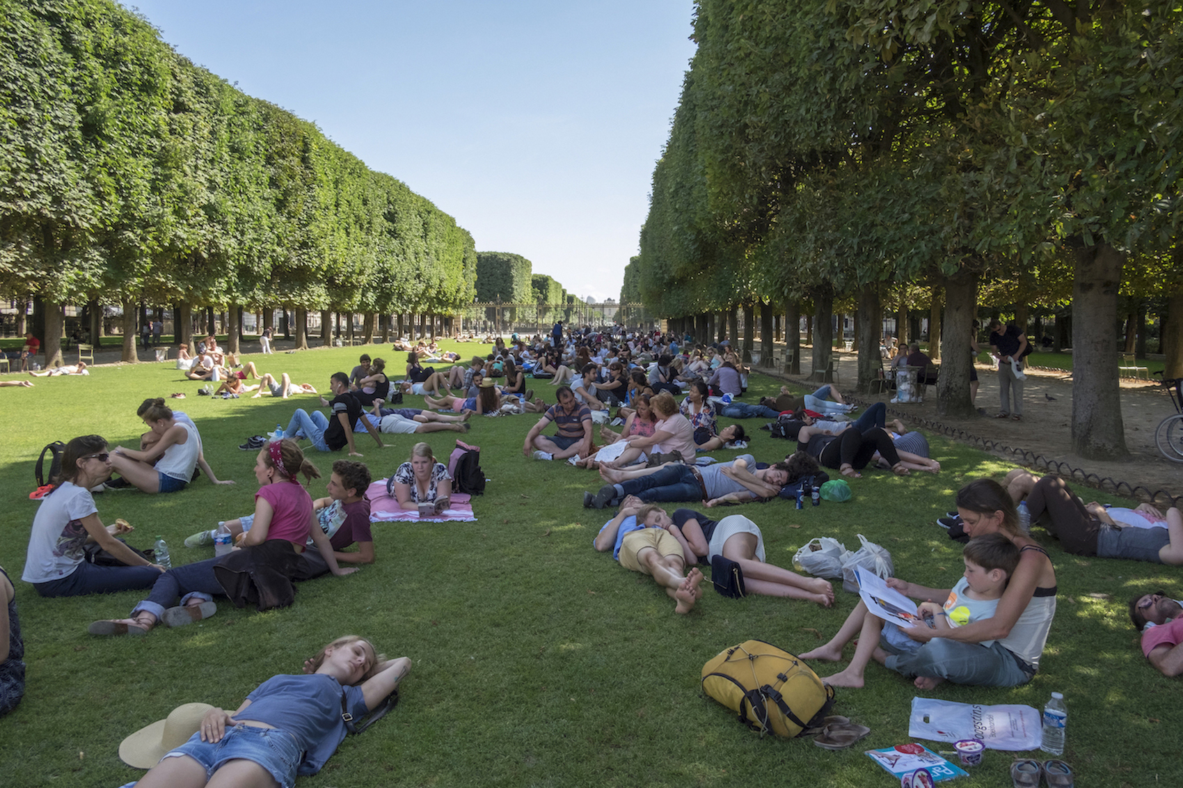 HiP Paris blog. Discovering Saint Sulpice. Lounging in the Jardin de Luxembourg.