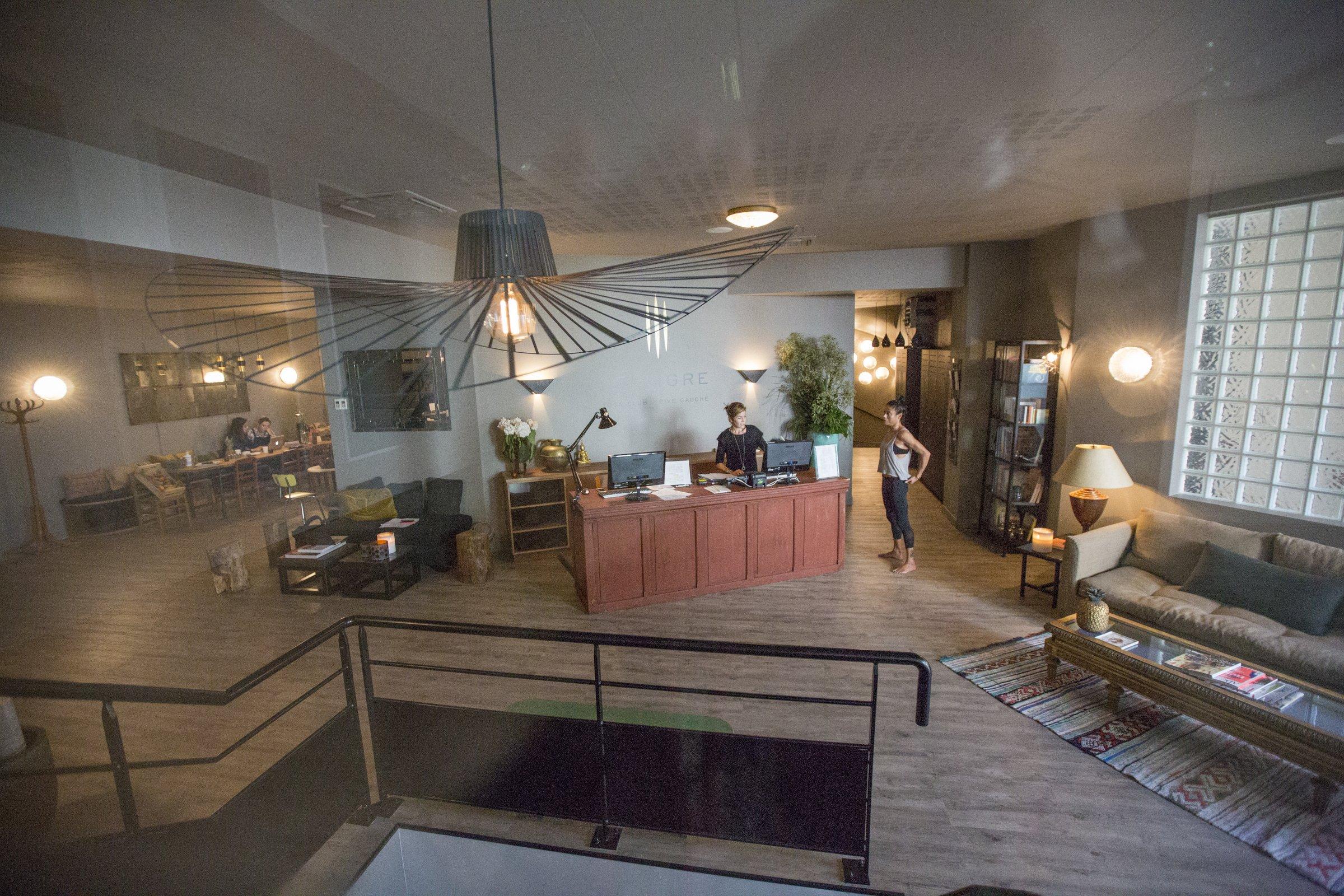 from bikram to vinyasa flow paris 39 best yoga studios hip paris blog hip paris blog. Black Bedroom Furniture Sets. Home Design Ideas