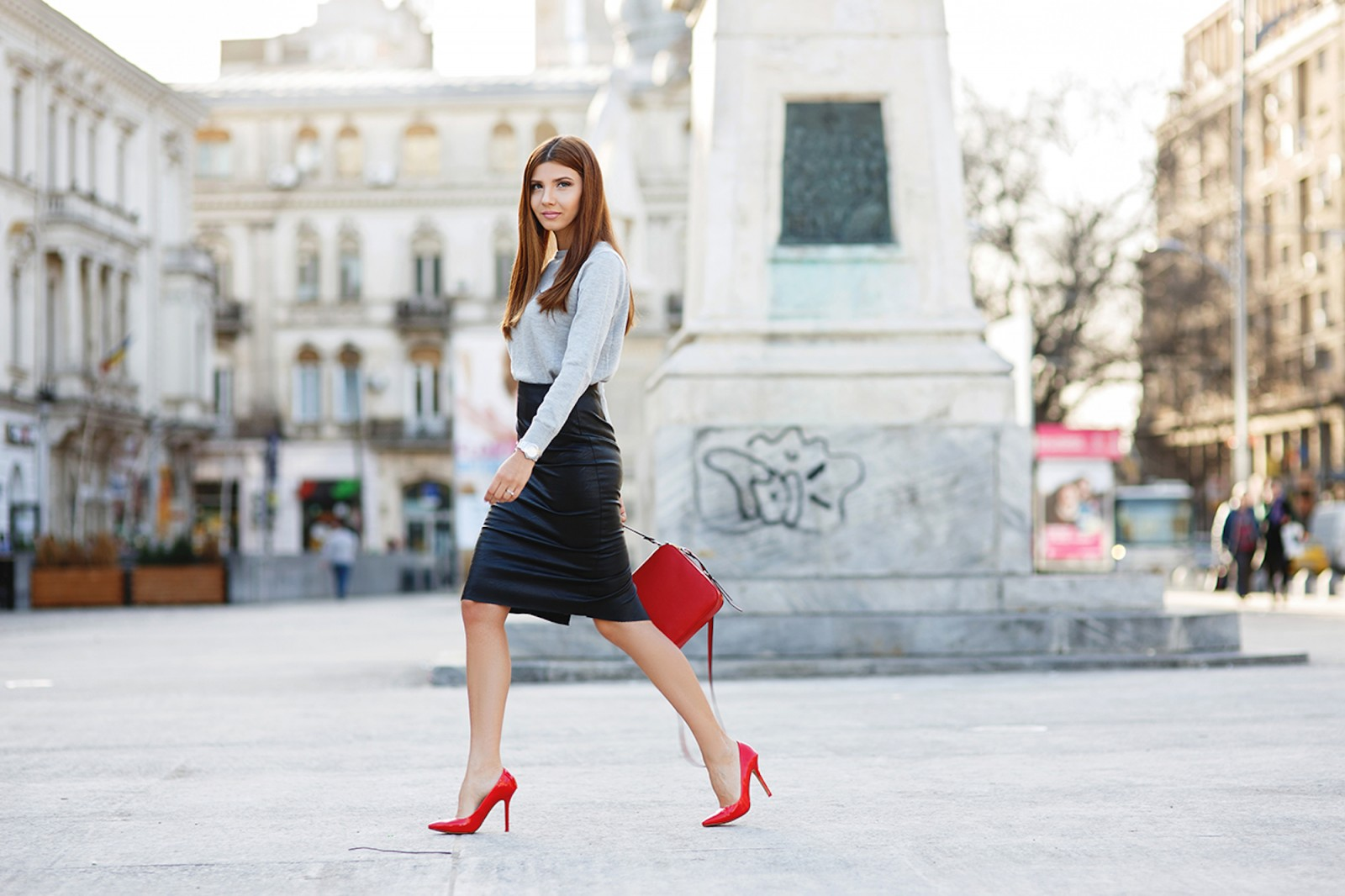 French Chic is all about decoding the Secrets of Paris Fashion, like this Parisian woman who's teamed a black pencil skirt with a long-sleeved shirt, and matched her red heels with her red handbag.