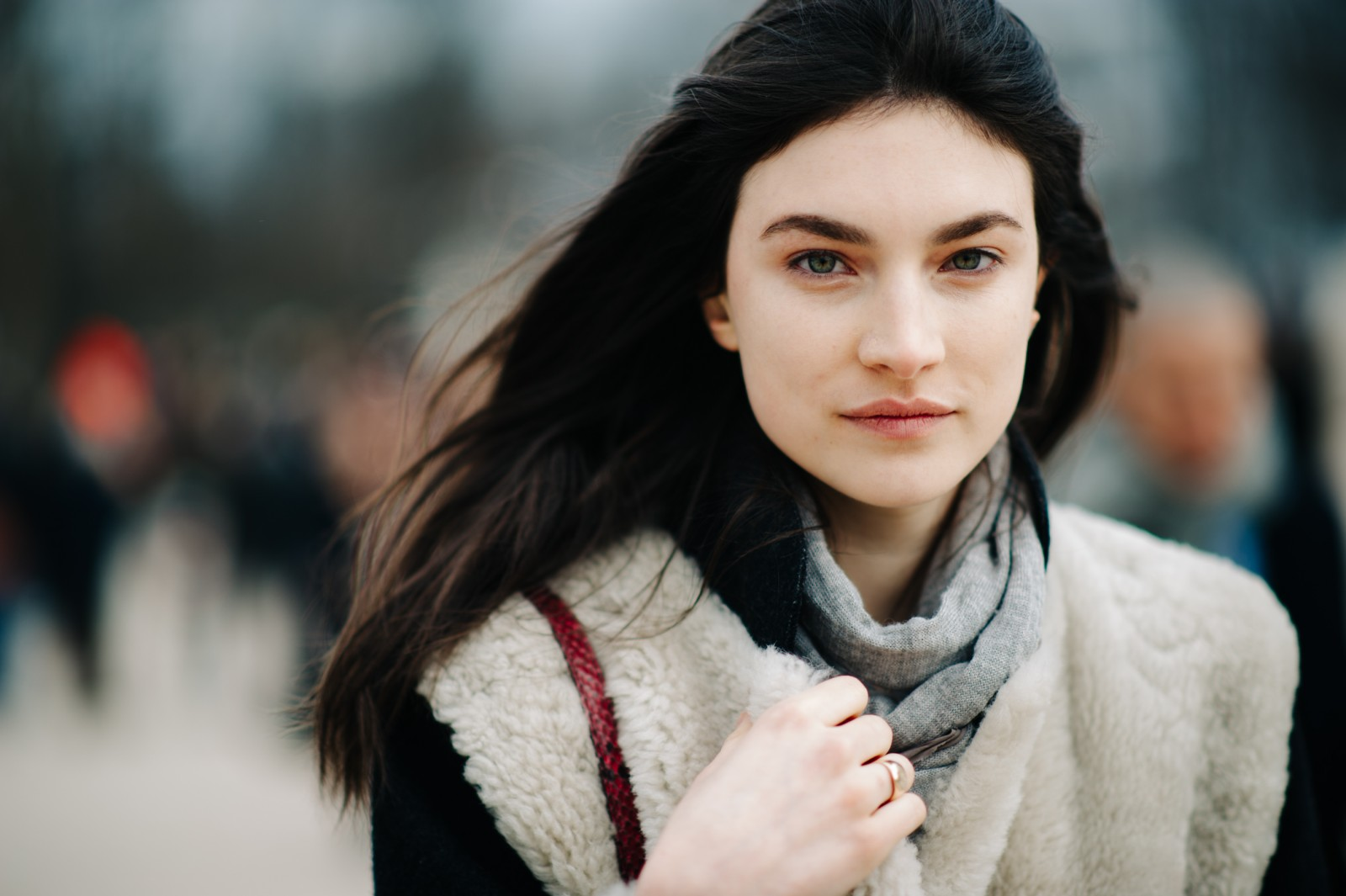 French Chic is all about decoding the Secrets of Paris Fashion, like wearing minimal amounts of makeup, like this girl who's gone for a natural look.