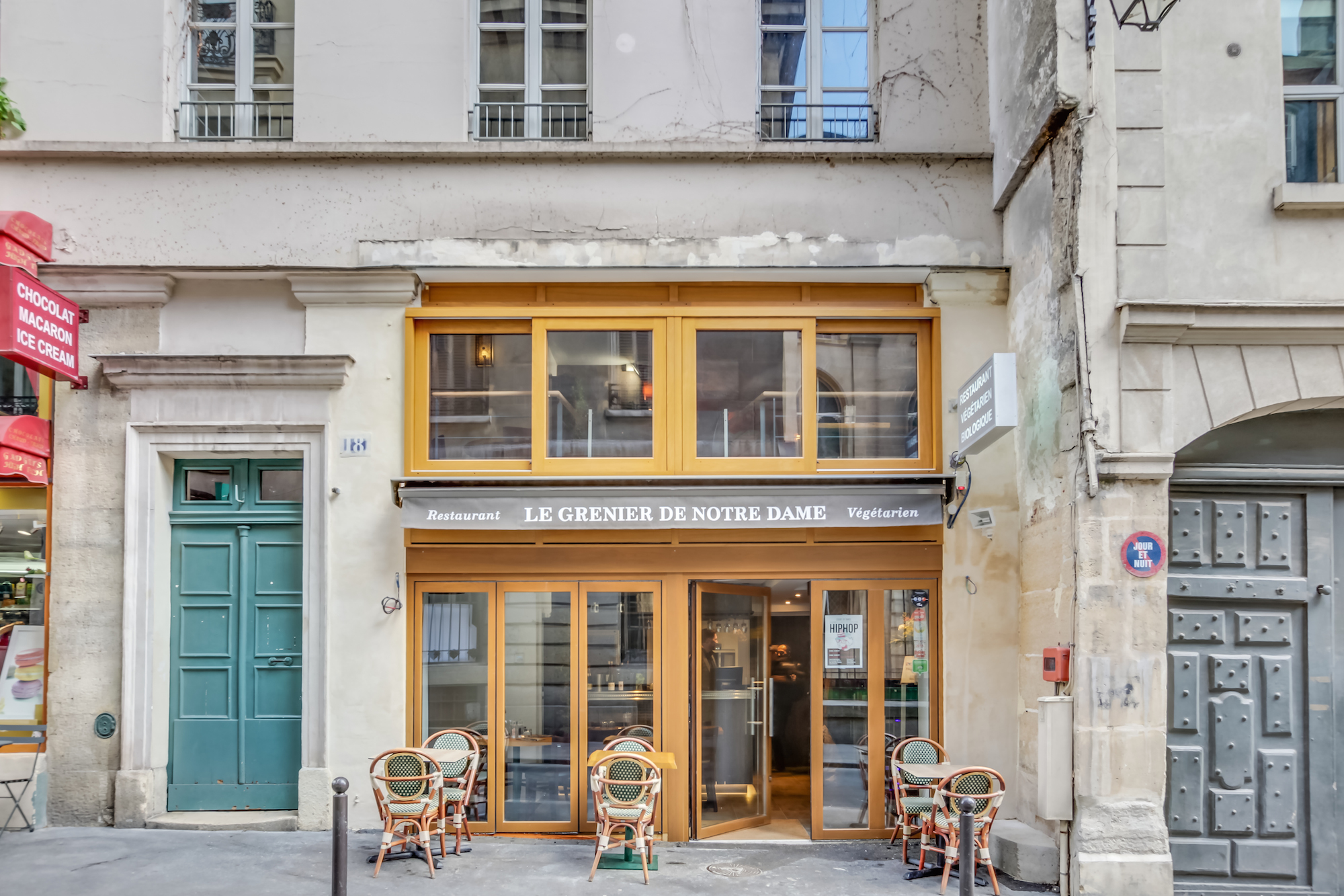 Healthy food in Paris at these top vegan places to eat French food like bistro Le Grenier de Notre Dame.