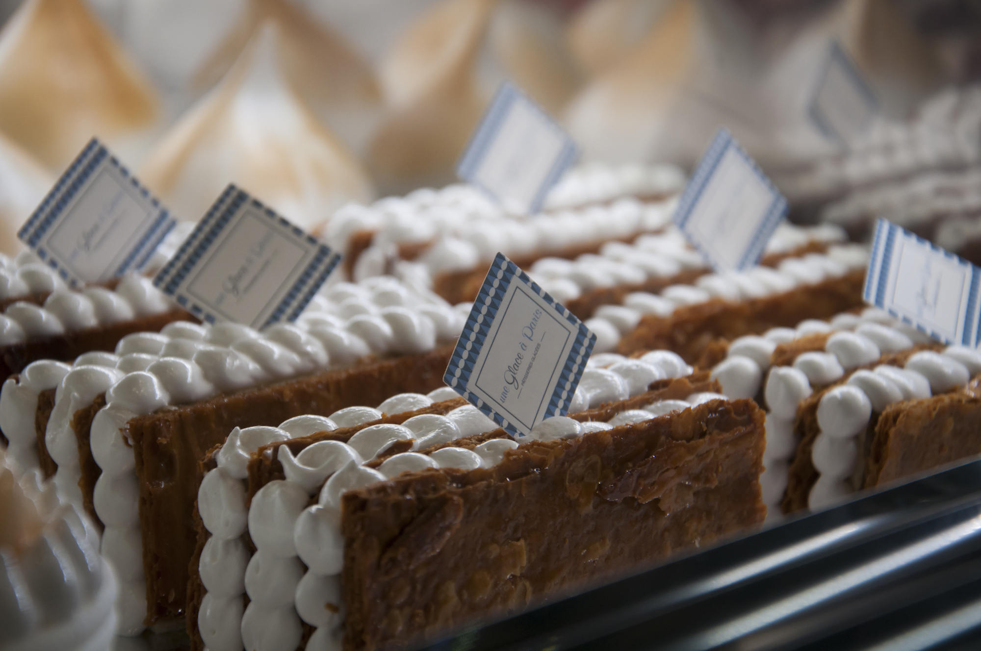 One of the best artisanal ice cream shops in Paris is Une Glace à Paris and it also offers pretty ice cream cakes.